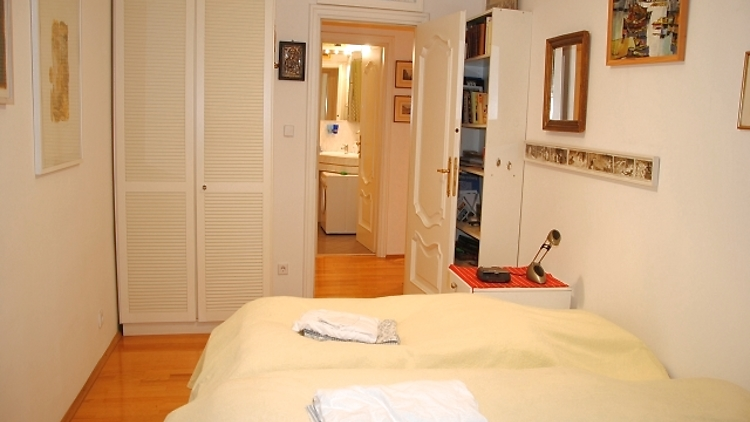 2 zimmer wohnung in wien 7 bezirk neubau m bliert nr 10296 m blierte. Black Bedroom Furniture Sets. Home Design Ideas